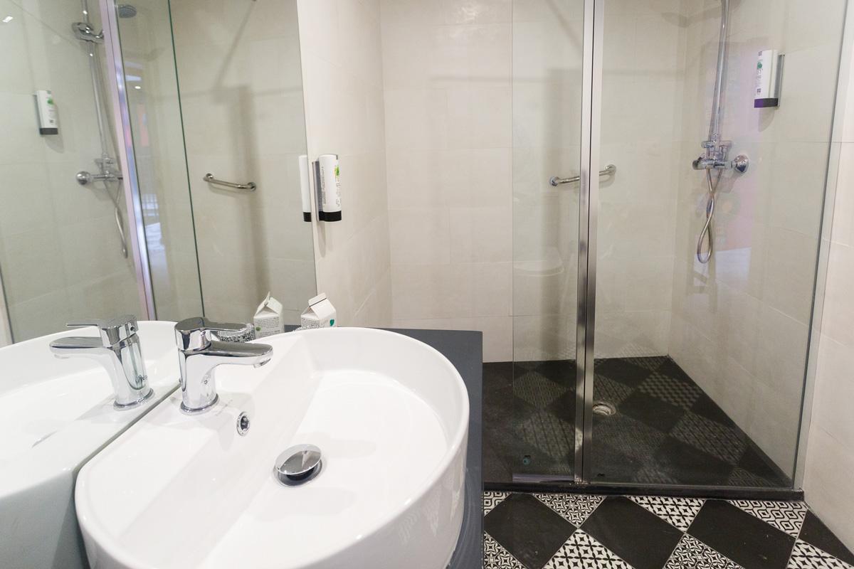 La casa del pop apartamento alaska hotel aparthotel for Apartamentos para vacaciones en sevilla