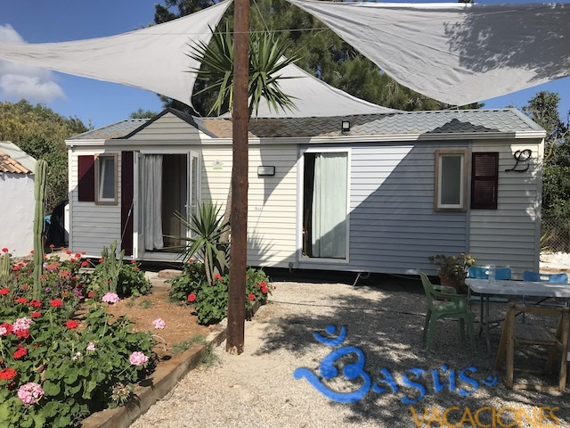 Bungalow Corbeta, 150 m de la playa, caños de meca, para 4 personas 2 dormitorios
