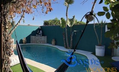 Casita Los Pareja Apartamento D, con jardín privado y piscina compartida.