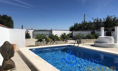 Apartamentos El Ciruelo casa 4, amueblado con gusto para una pareja con piscina compartida. Wifi.