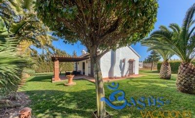 Casa Los Naranjo,  Hacienda Roche Viejo para 4 personas con piscina compartida.