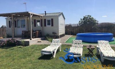 Casa Dunita, prefabricada, con jardín privado grande y piscina hinchable para niños