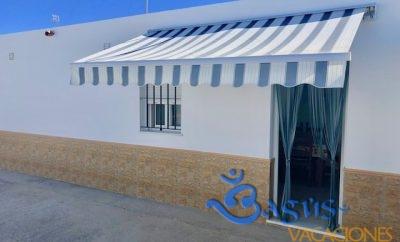 Casa Manuel El Palmar, sencilla y barata a 300m de la playa.