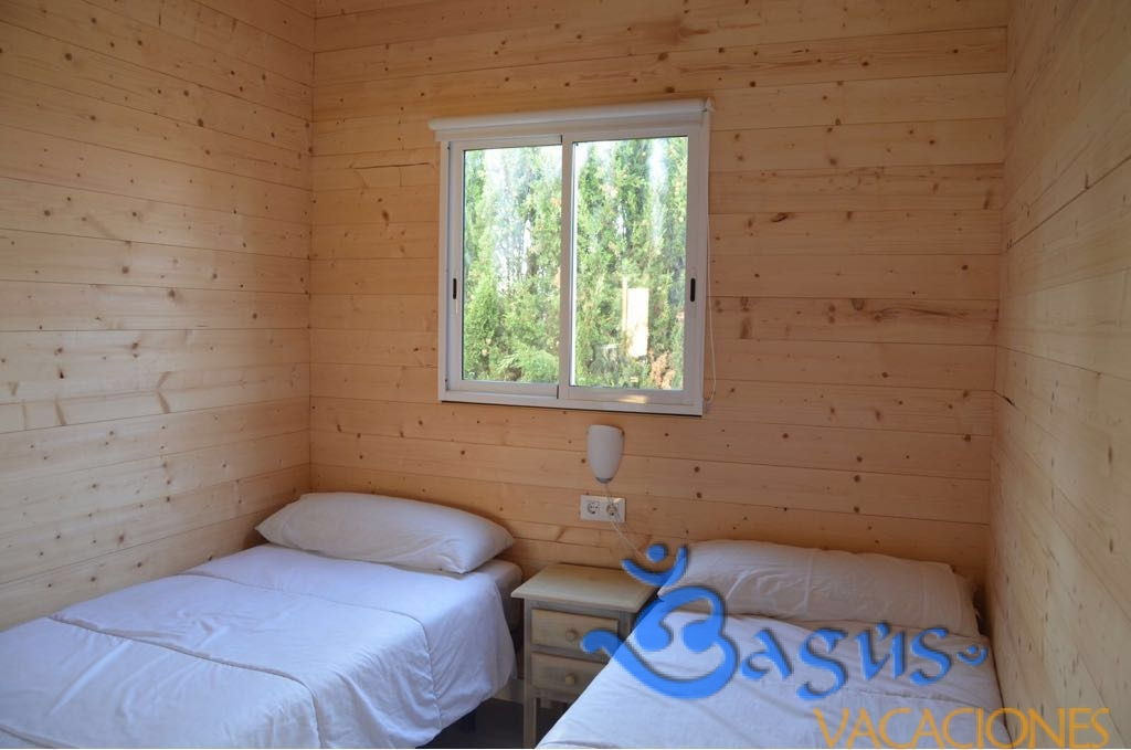 Casita la Selva 1, 2 dormitorios, 4 personas, a muy buen precio, jardín privado