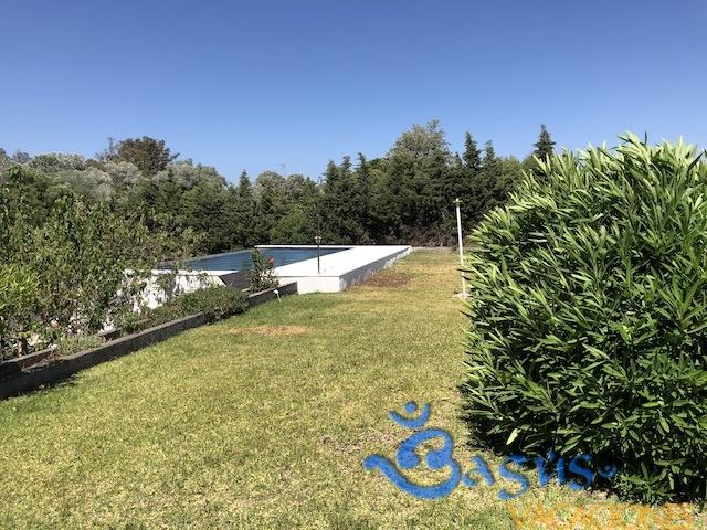 Villa Los Alamos, chalet grande, piscina privada, zona tranquila para 8 personas