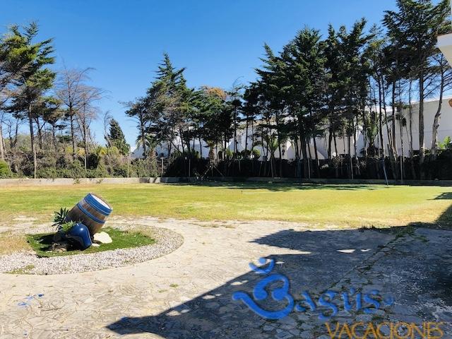 jardín y aparcamiento