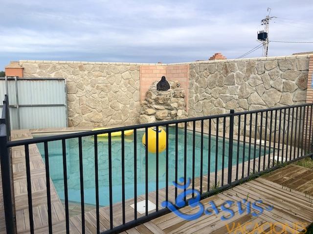 Casa con piscina climatizada