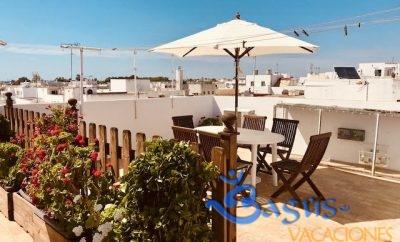 Apartamento en Conil a buen precio con terraza comunitaria y zona privada.