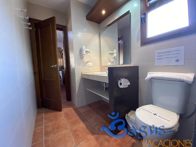 baño con placa ducha casa en el aplmar